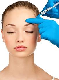 Botox Behandlung auf der Stirn einer Frau
