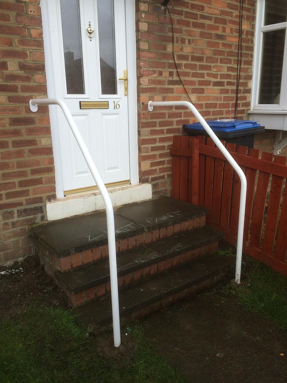 Wall to floor handrails