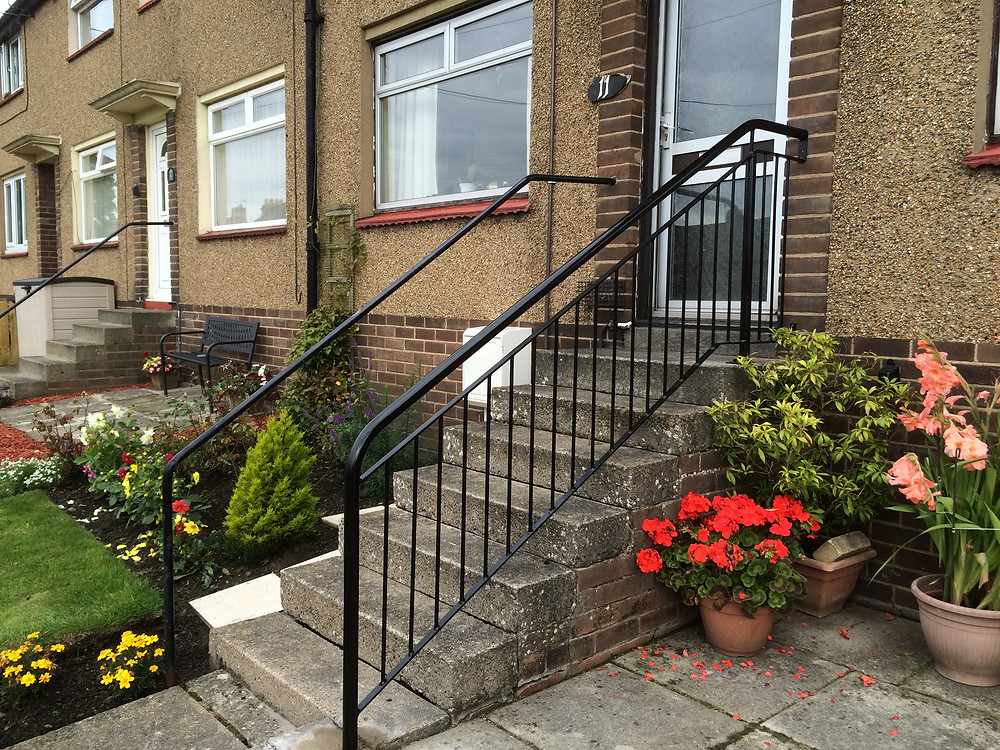 Wall to floor handrail with spindles