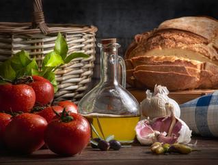 Bodegon_aceite_tomates_ajo_pan_pomar.jpg