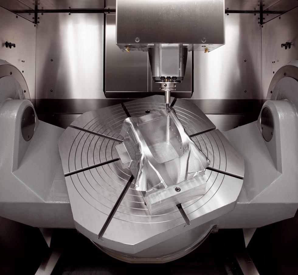 Eroform_Werkzeugbau_Hermle_Maschine