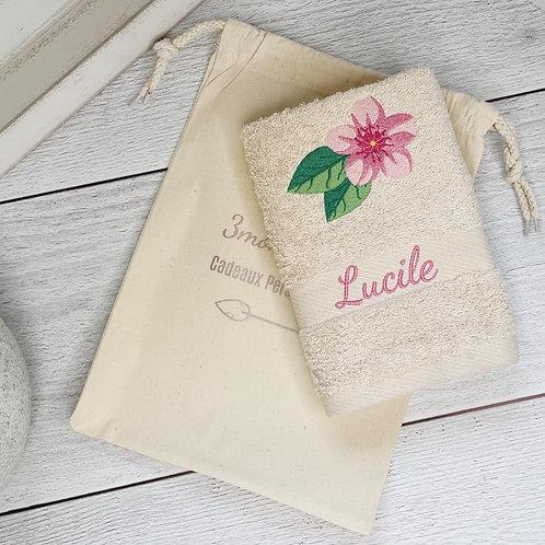 Serviette de bain brodée fleur de cerisier- cadeau personnalisé