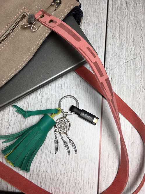 Porte-clé connectique smartphone artisanal cuir vert