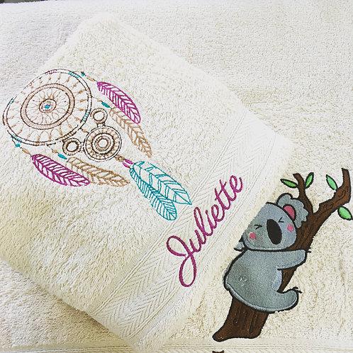 Drap de bain brodé attrape rêve - cadeau personnalisé