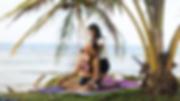 Masaje Tailandés, liberando tensión en los hombos. Esta maniobra relaja los músculos del cuello. En la foto Leonord Leal de modelo y Melissa Quintero como Masajista.