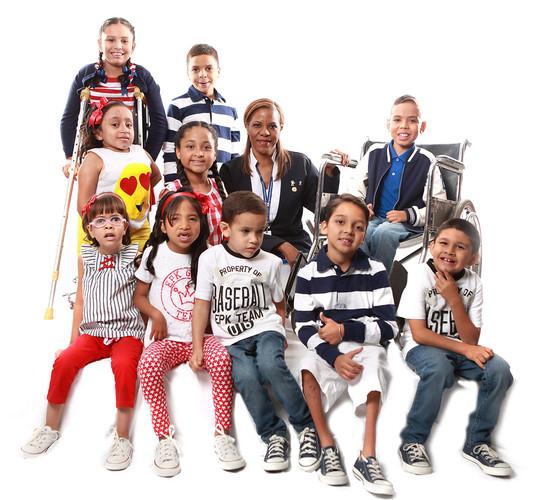 Enfermera_con_niños_Key_(1).jpg