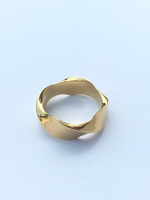 The Wave Ring (18K gold plated on brass)