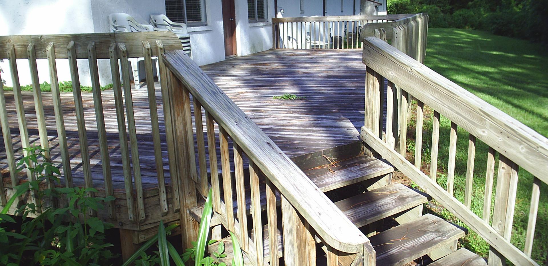 Cedar Deck 001.JPG