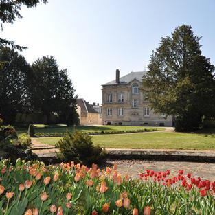 Le jardin de la Mairie fleuris