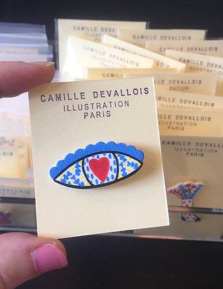 Blue eye pin's