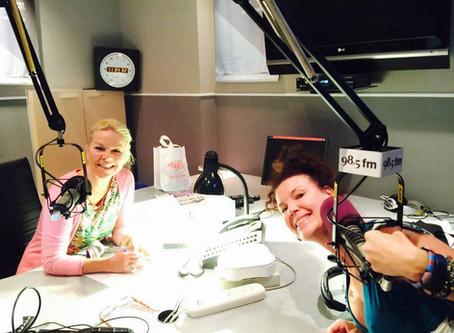 Majoly Dion s'entretient avec Isabelle Maréchal au 98.5 FM