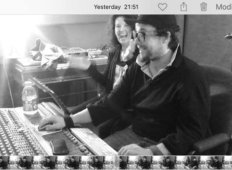 Majoly en studio d'enregistrement pour la chanson thème de son film