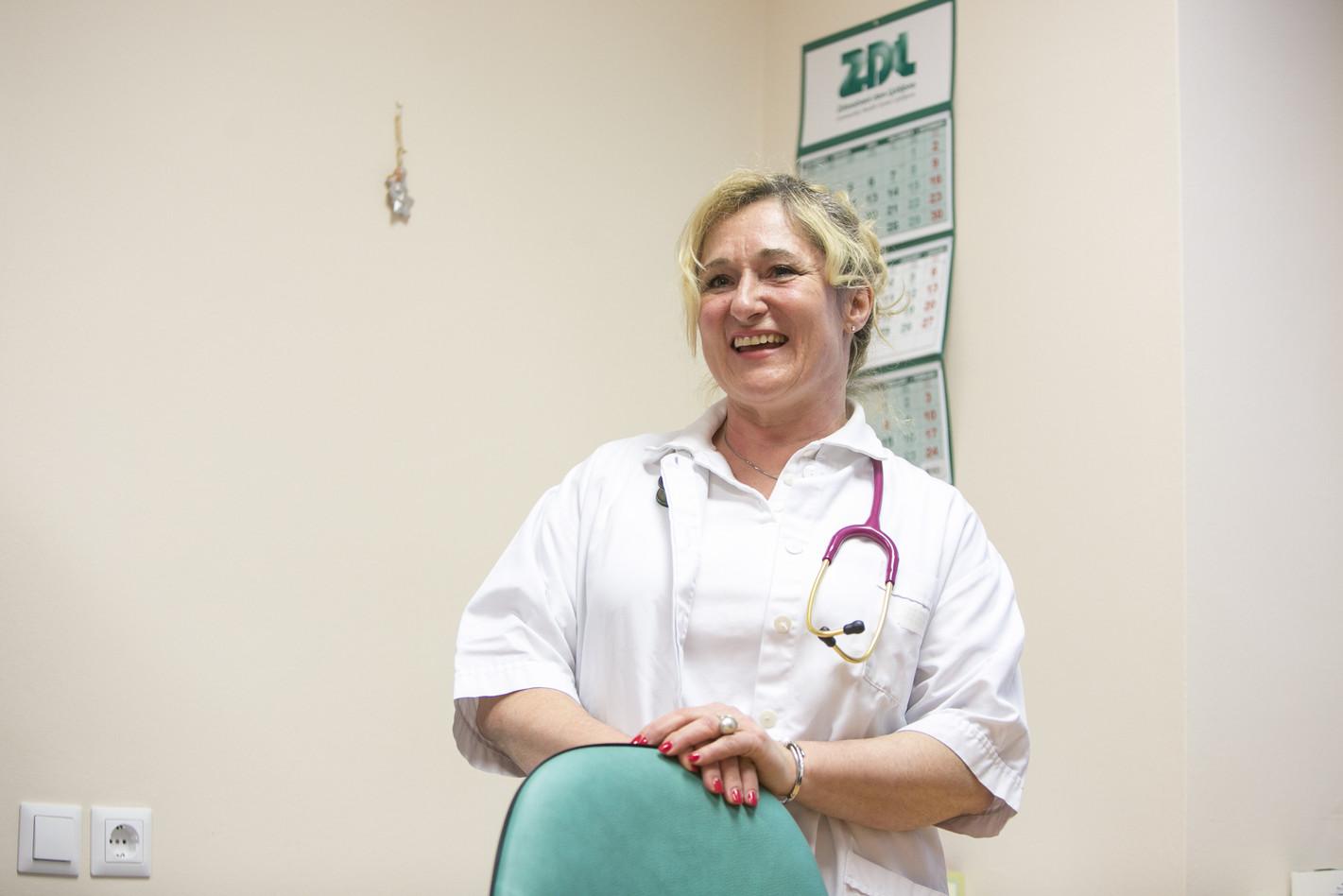 Simona Repar Bornšek, family physician, presenting work in a model practice