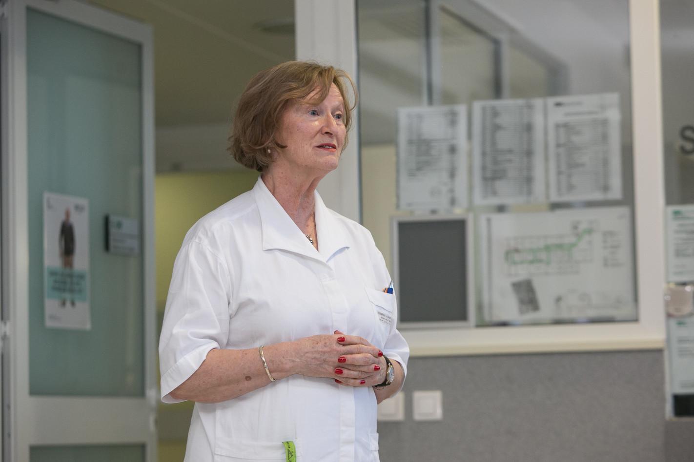 Spomenka Lajtner, explaining laboratory diagnostics at Community Health Centre Ljubljana