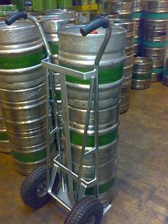 Rengastalo erikoiskärry oluttynnyreille