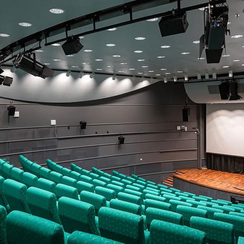 Auditorio 123 henkilölle