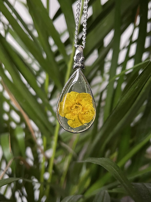 Pressed Flower necklace - buttercup