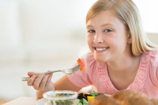 6 tips for introducing new (healthy) foods to your child