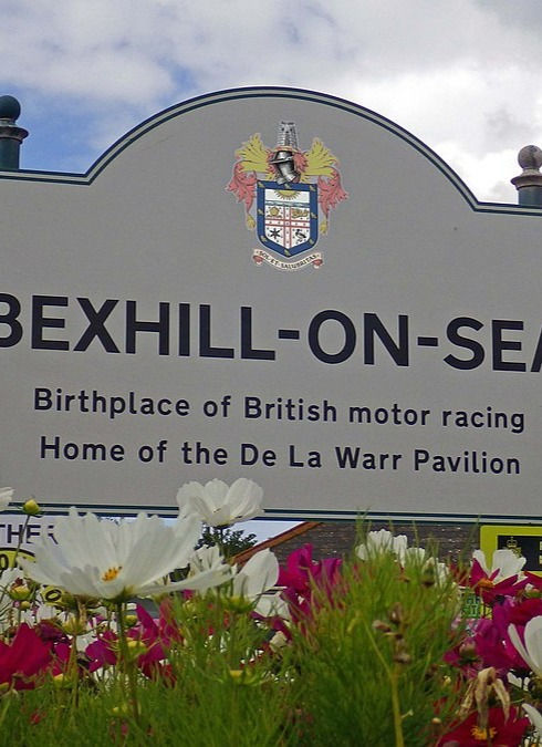 Bexhill_town_limit_sign_edited.jpg