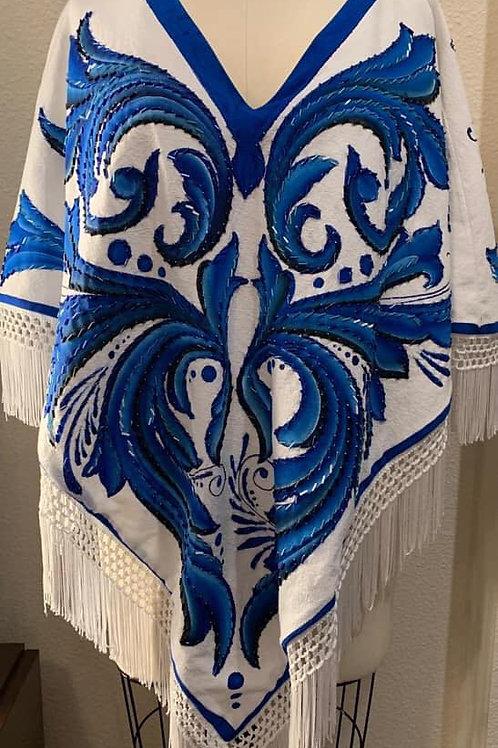 Capa Quezquemetl blanca Talavera azul