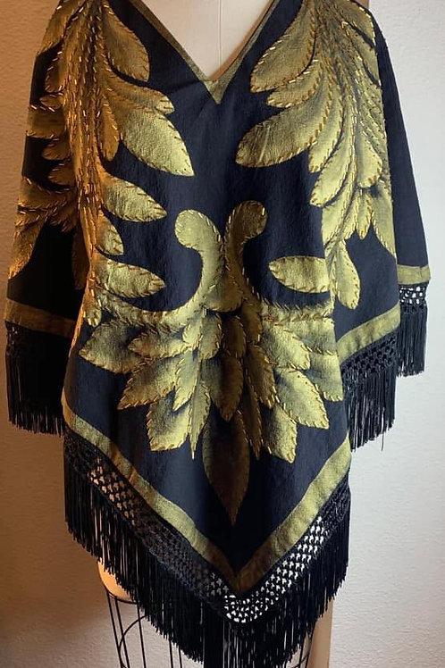 Capa Quezquemetl Negra hojas doradas