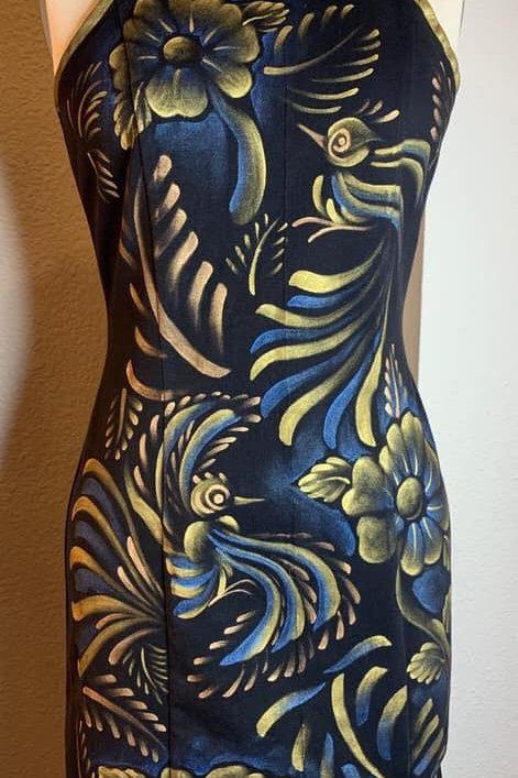 Vestido Halter negro tornasol azul con dorado y Rosa