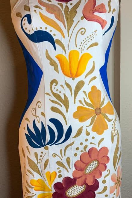 Vestido halter blanco con flores colores