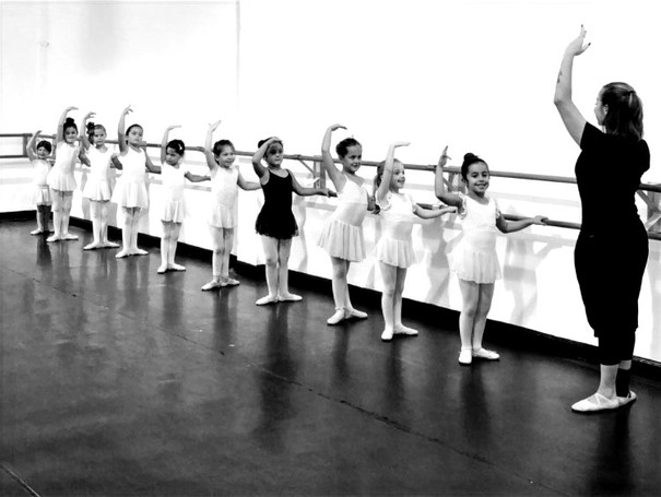 M.I.A DANCE FACTORY ©2020