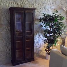 Bibliothèque en bois vitrée