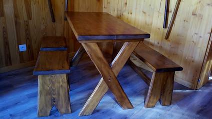 Table bois vernis