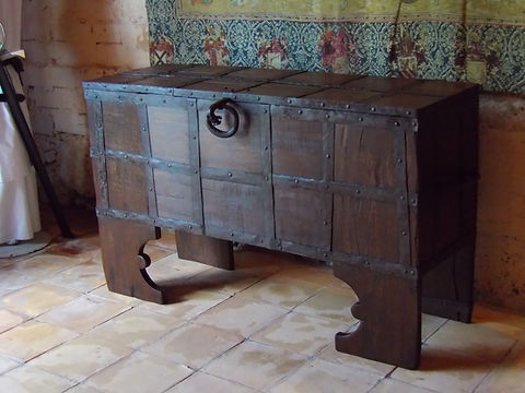En bois - Coffre en bois médiéval