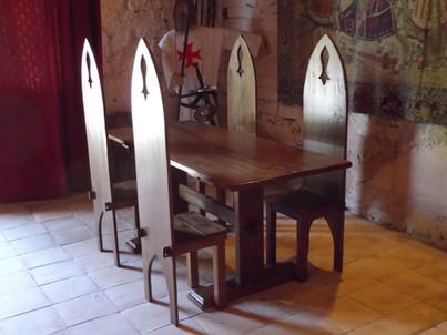 Table et chaises gothiques