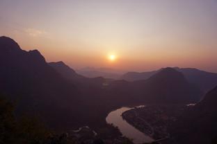 7. Đi giữa rừng mây Nong Khiaw - lạc giữa núi rừng thiên nhiên Lào