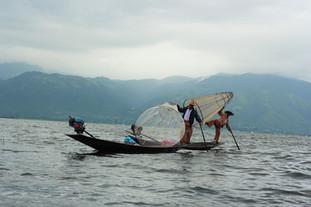 Cuộc sống trên hồ Inle - Một ngày đi thuyền