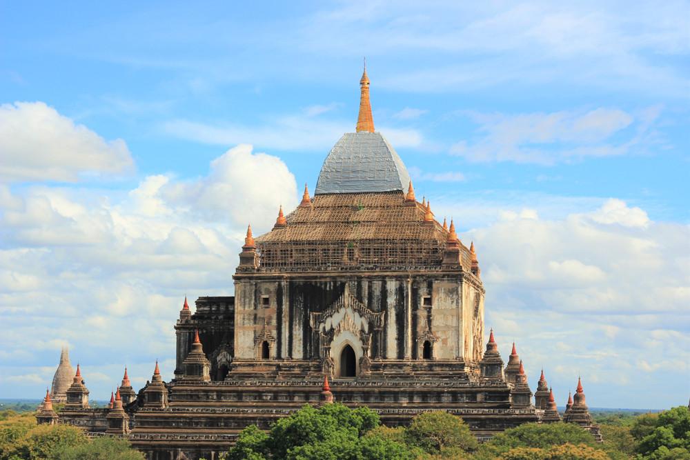Một ngôi đền đang được trùng tu ở Bagan Myanmar
