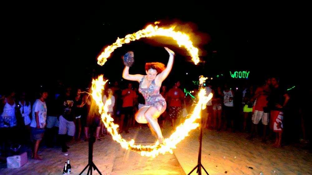 Múa lửa trên đảo Phiphi - Thái Lan
