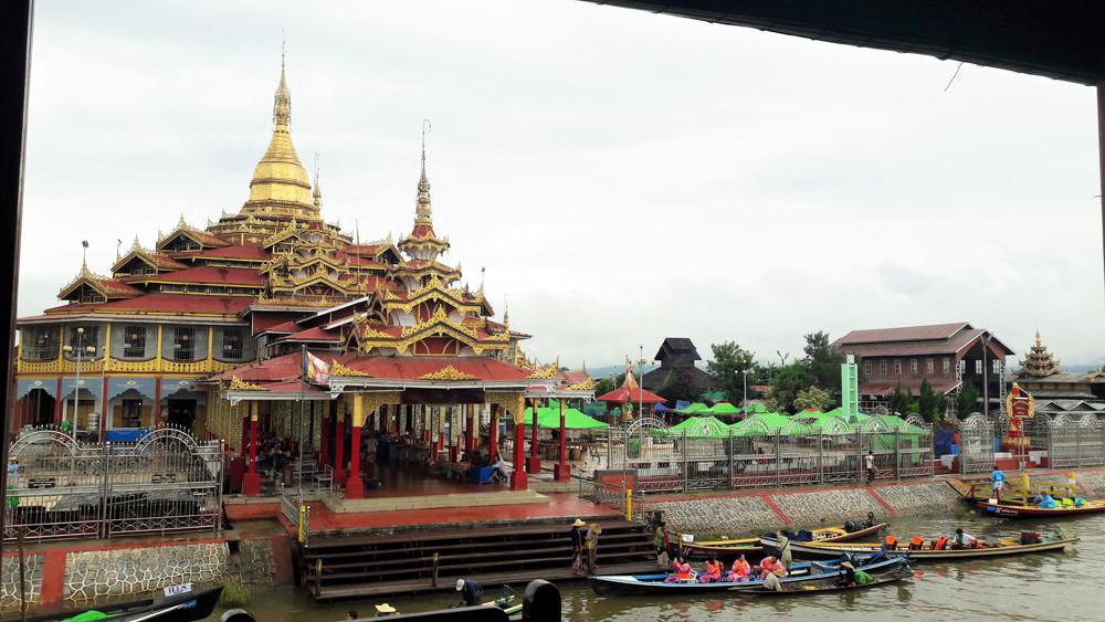 ChùaPhaung Daw Oo trên hồ Inle Myanmar