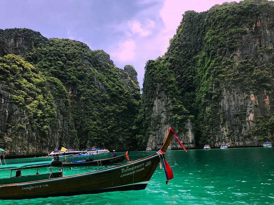 Làn nước trong xanh ở đảo Koh Phi Phi - Thái Lan