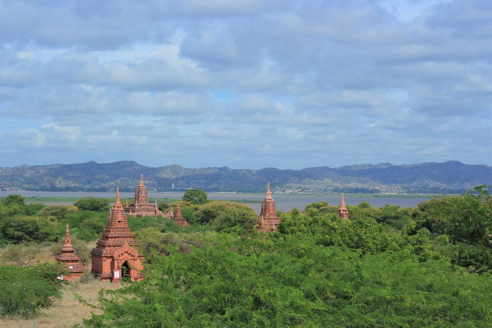 Hàng ngàn ngôi đền cũ ở Bagan Myanmar
