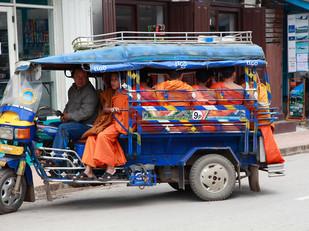 5. Cách di chuyển từ Vang Vieng tới Luang Prabang