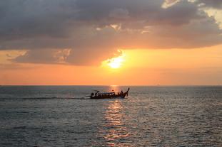 Tour đi tàu lặn biển vòng quanh đảo Phi Phi - Thái Lan