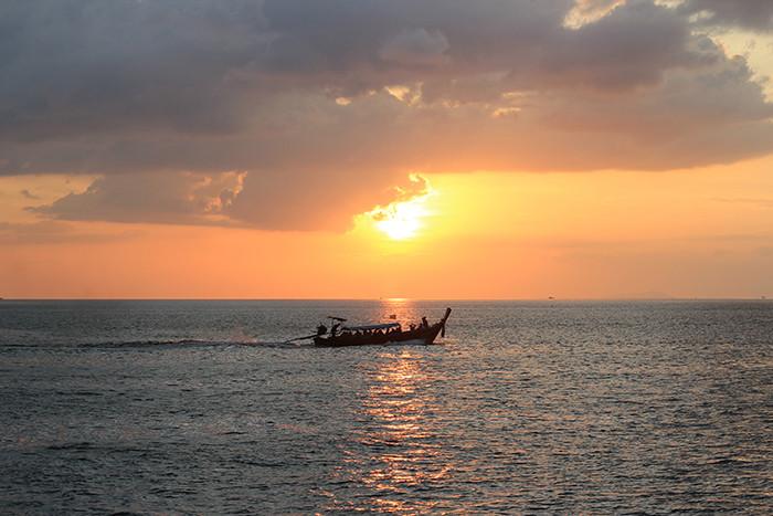 Ngắm hoàng hôn từ vịnh Maya - đảo Phi Phi
