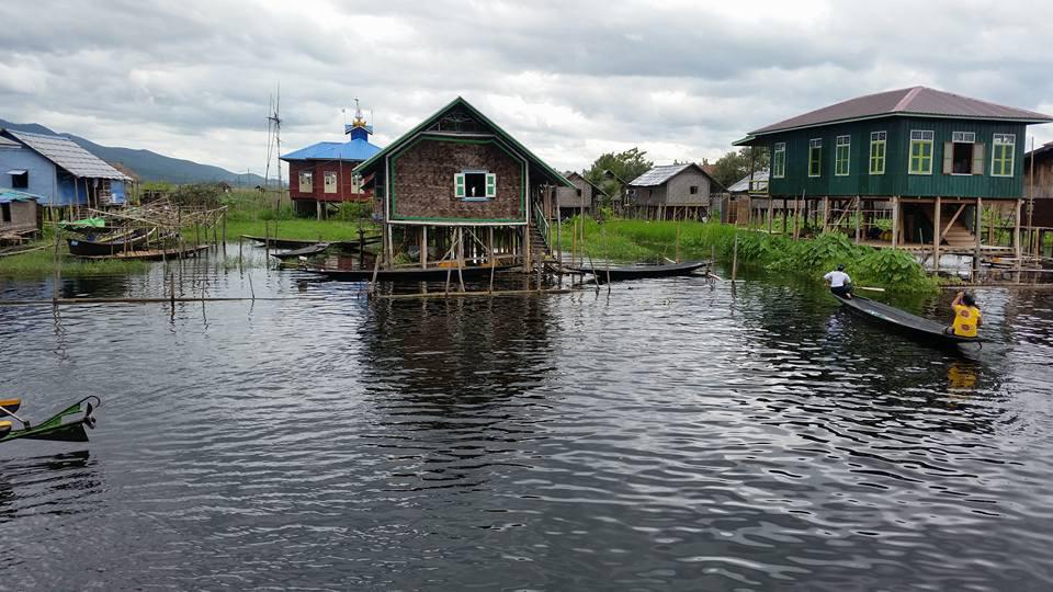 Một ngôi làng trên hồ Inle Myanmar