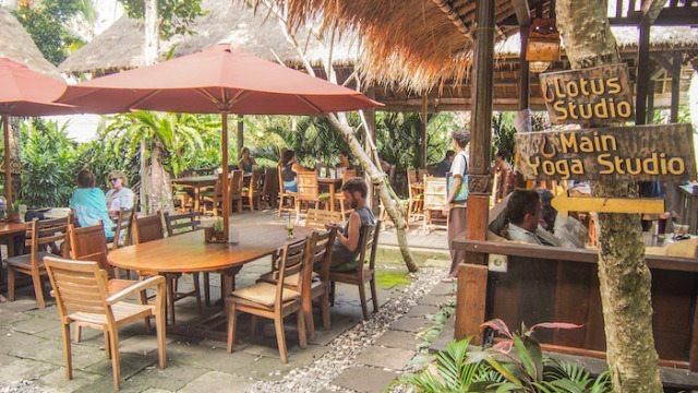 Khuôn viên nhà hàng The cafe  Yoga Barn - Bali