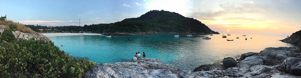 Vách đá cho bạn ngắm hoàng hôn từ Bungalow Raya Resort - trên đảo Racha Phuket