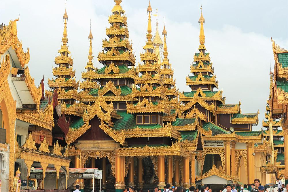 Chùa vàng Shwedangon ở Yagon Myanmar