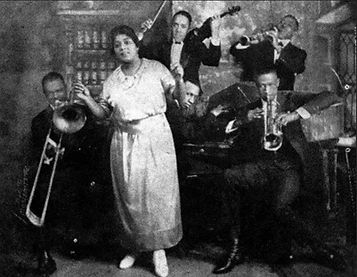 Mamie Smith and band.png