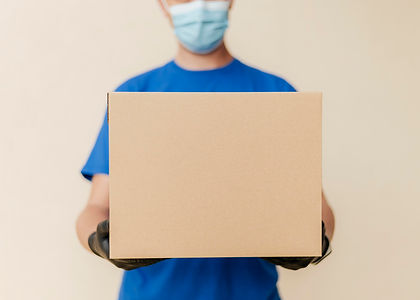 close-up-delivery-man-holding-box.jpg