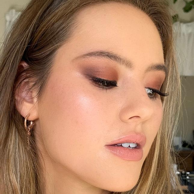 Tania Hastings Makeup glowy skin