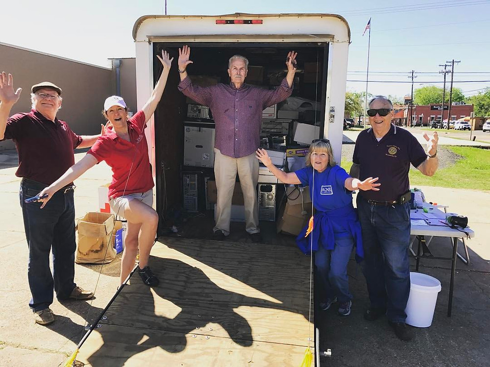 Volunteers collect recycling at event